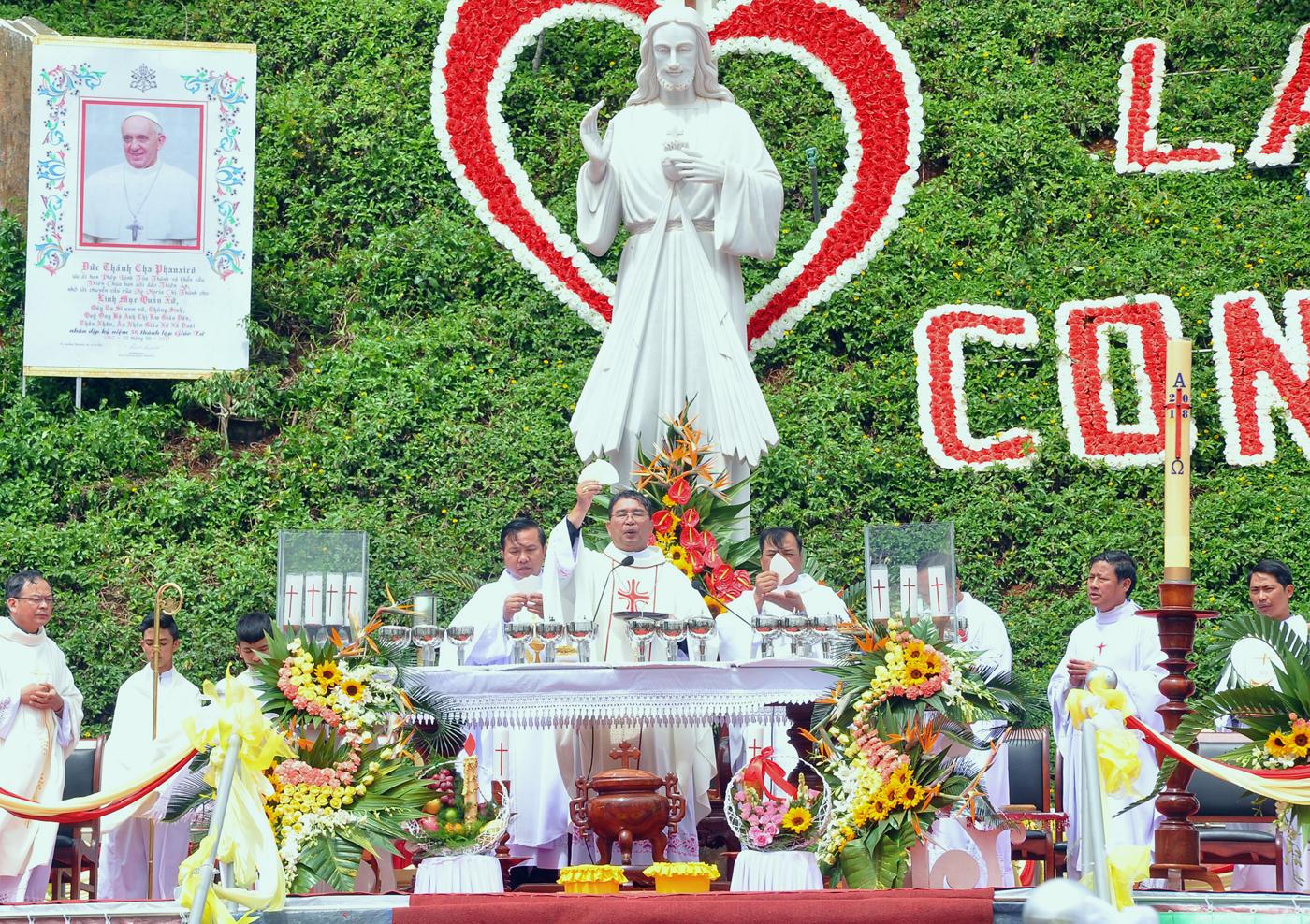 Thông báo Thánh lễ Kính Lòng Thương Xót Chúa